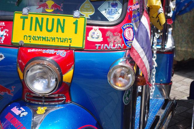 タイの色々なタイのステッカーが張ってあるtuktuk(トゥクトゥク)「第14回 タイ・フェスティバル2013年 東京・代々木」の会場写真