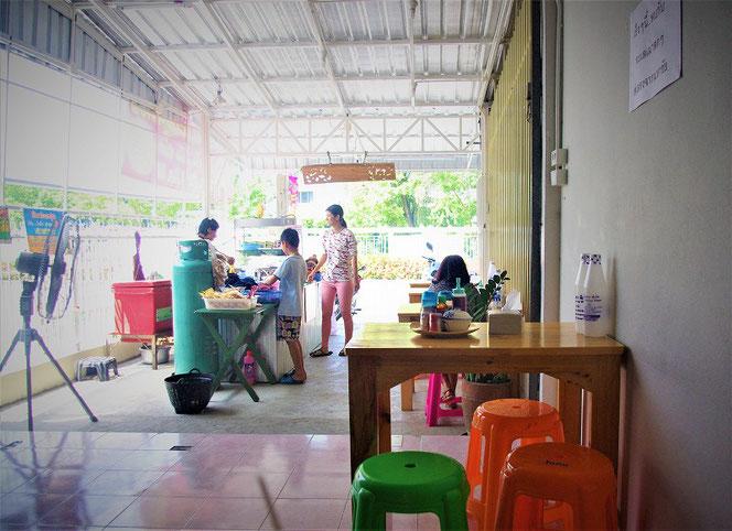 タイ出張旅行時。チェンマイの食堂の写真