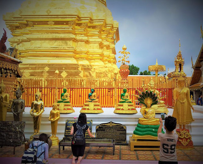 【タイ・チェンマイの代表的な寺院の一つ】「ワット・プラタート ドーイステープ( Wat Phra That Doi Suthep)」ワット・ドイステープのタイ出張旅行時の写真。