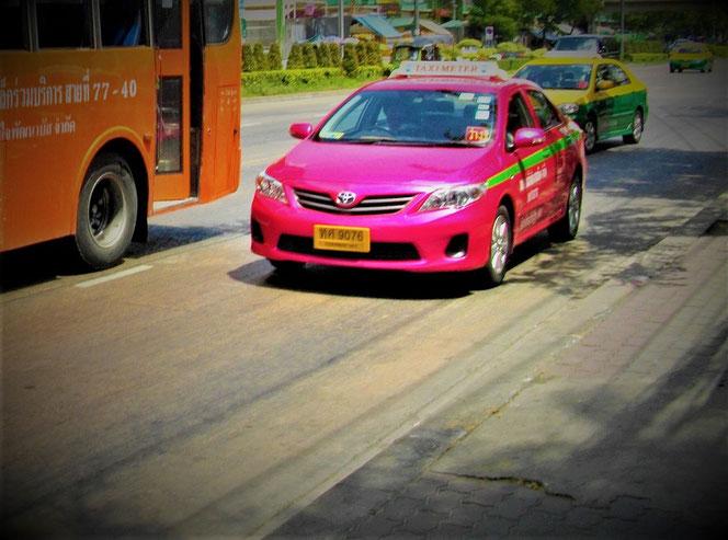 タイのタクシーの写真。バンコク タイ出張旅行時に撮影