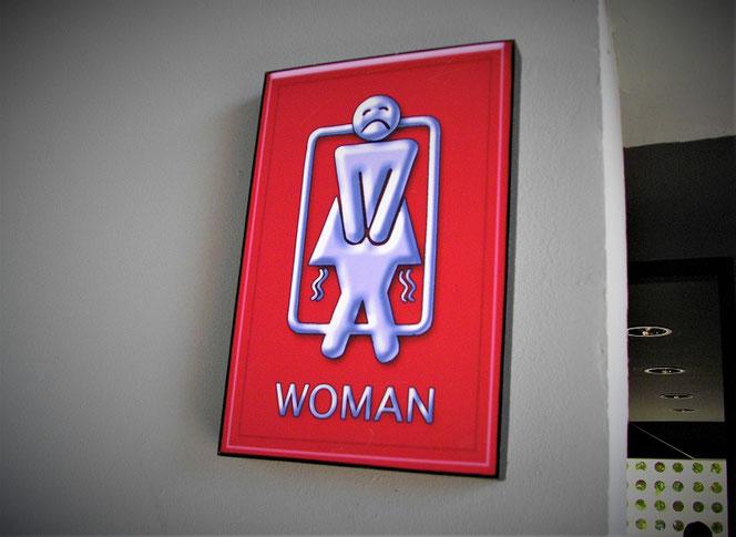タイ・バンコクのトイレの案内表示 女子トイレ(WOMAN)