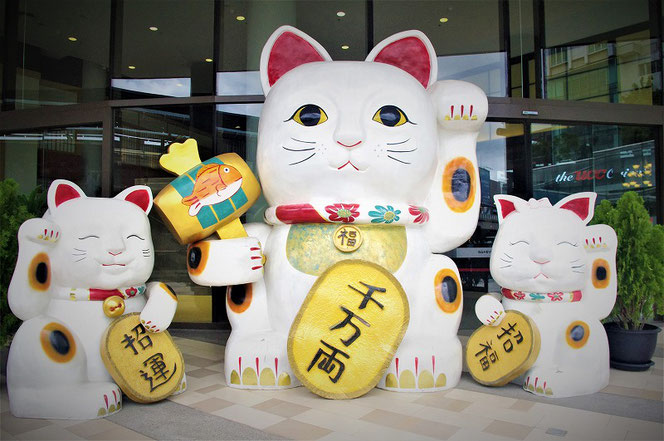 BTS・エカマイ駅直結のショッピングモール 「ゲートウェイ(GATEWAY EKAMAI )」の招き猫の写真