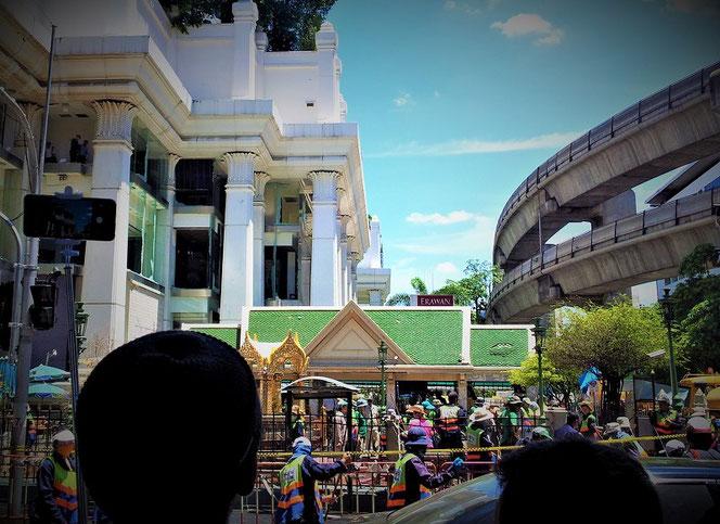 エラワンの祠 バンコク爆弾 テロ事件の事件翌日の写真