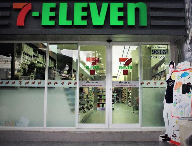 タイ・バンコクのセブンイレブン(7-eleven)の店の外観写真