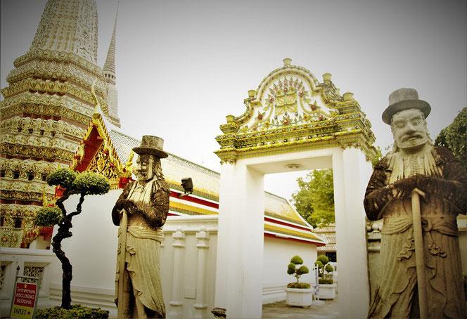 ワット・ポー(涅槃寺/ Wat Pho)のマルコポーロの石像の写真