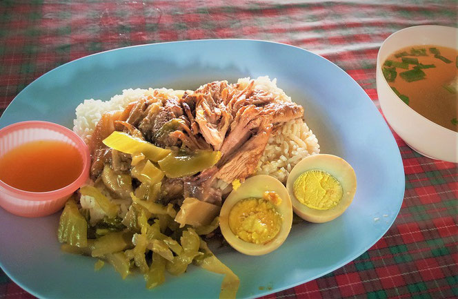 タイ旅行・チェンマイのタイ料理のランチ写真 タイ出張旅行時に撮影