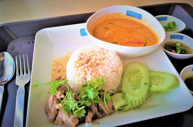 タイ・バンコク PIER21(ピア21)フードコートでのランチ、タイ料理の写真 レッドカレー(タイカレー)タイ出張旅行時に撮影