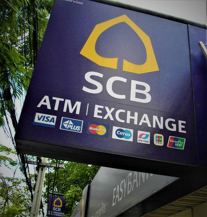 SCB・サイアム商業銀行(Siam Commercial Bank/サイアム・コマーシャル銀行) のATM 看板 タイ出張旅行時 バンコクで撮影した写真