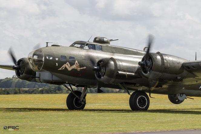 Boeing B-17G Flying Fortress 'Sally B'