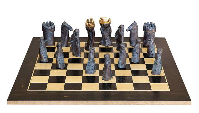 Das Große Schachspiel, 2018, Bronze und Gold, Höhe der Figuren 9-13 cm
