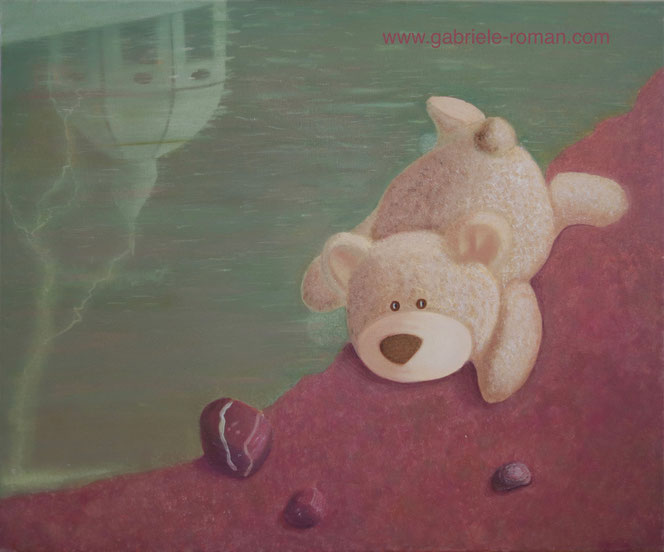 Why not? Ein weißer Teddybär liegt halb auf violettem Schotter, halb in einer grünen Pfütze, in der sich die Domkuppel spiegelt. In diese schlägt wiederum gerade ein Blitz ein. Vor dem Bär liegen 3 St