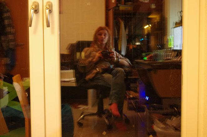 Selfie Selbstportrait Selbstporträt nervenkeks Spiegelung unaufgeräumtes Zimmer
