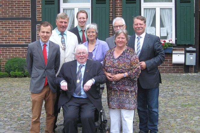 v.l. Florian Götting, Rembert Egbringhoff, Nico Schmitz, Annette Denker, Karlheinz Pötter, Gaby Damm, Klaus Terfloth und Frank Bürgel