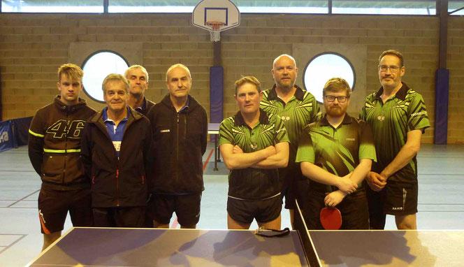 Paul, Jacky, Patrice et Pierre-Jean face à Sylvain, Fabrice, Mathieu et Jean-Christophe