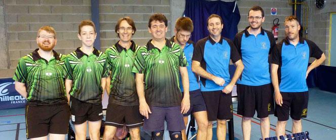 Mathieu, Paul, Lionel et Philippe contre Patryck, Nicolas, Clément et Stéphane (à chercher encore un intrus dans la photo)