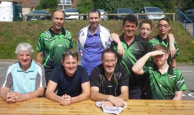Debout : Pierre, Florent, Philippe, Paul et Pacôme. Assis : Thierry, Sylvain, Jean Christophe et Mathieu (manque Anthony).