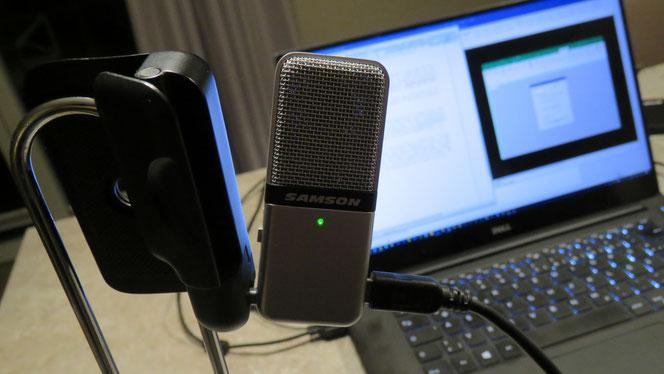 Den Küchenpapierhalter zum Mikrofonständer umfunktioniert :-)