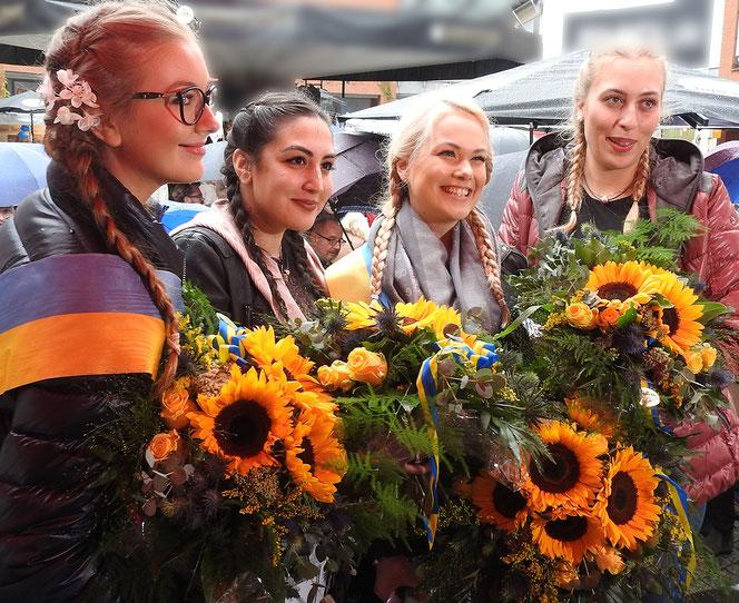 v.l.n.r.: Miss Zöpfchen 2016 Felicita Richter, Drittplatzierte Zahlde Uludag, Miss Köpfchen 2017 Stella Wendt, Zweitplatzierte Marlena Ralf
