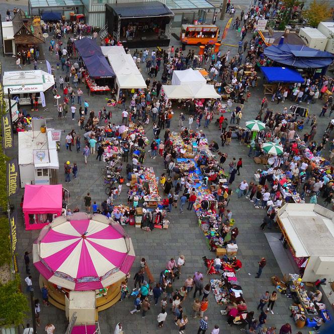 Der Zöppkesmarkt: eine Mischung aus Trödel, Unterhaltung, Rummel und open-air-Theke