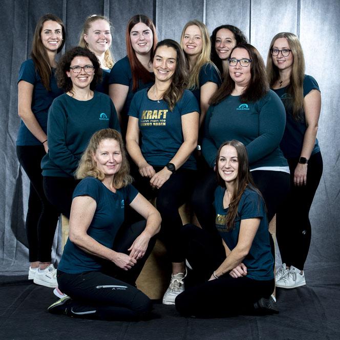 Das Team von Physio & POWER: Barbara Neumann , Sara Humpf, Rebekka Kaupat - hat uns leider im September 2017 verlassen- , Carina Kattner (v.l.)