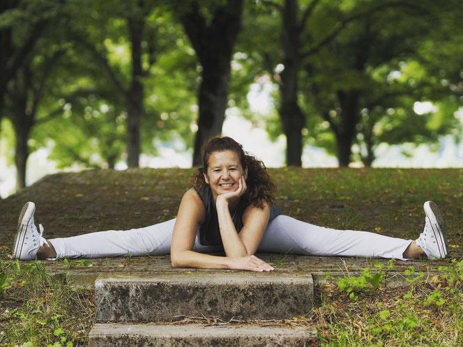 Yoga- und Meditationslehrerin Maria Toth erzählt auf MOMazing Meditation für Mütter