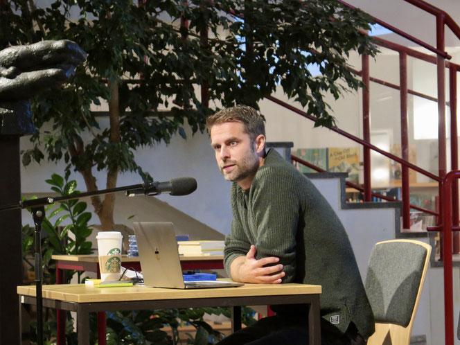 Kai Kupferschmidt Ende Oktober bei einer Lesung in der Mark-Twain-Bibliothek