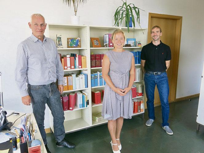 Auch wenn die Dienstanweisung bei ihren Kollegen im Bezirksamt auf wenig Begeisterung stieß, Kay Döring, Kirsten Hohenberger und Michael Kornmehl (v. l.) haben immerhin Wege für den datenschutzkonformen E-Mail-Verkehr gefunden.
