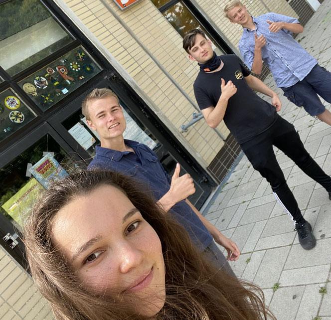 Mitglieder der KJP-PowerGroup bei einem Planungstreffen im Juli 2020. V. l. n. r.: Maria, Laurenz, Jeremy und Jonas