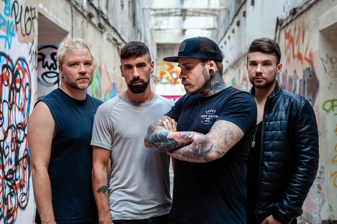 Matthias Engst (3. v. l.) ist Frontmann der von ihm gegründeten Deutschrock-Band ENGST. Musik macht er schon seit 20 Jahren, aber erst jetzt kommt seine Karriere so richtig in Schwung. © Melanie Werner