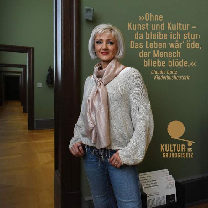 """Die Kaulsdorferin Claudia Opitz ist Autorin der Kinderbuchreihe """"Das Zebra und der Kolibri"""". Sie hat als eine der Ersten die Petition unterzeichnet."""