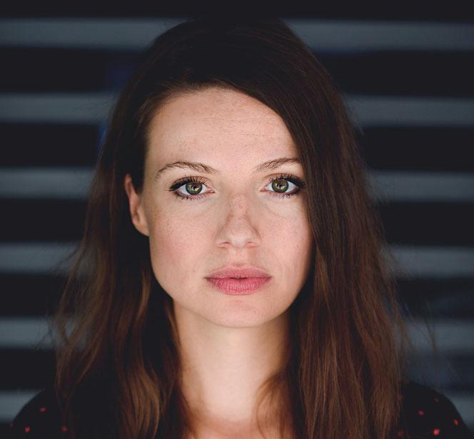 Julia Hartmann ist in Kaulsdorf-Nord aufgewachsen und stand das erste Mal mit elf Jahren vor der Kamera. © Niklas Vogt