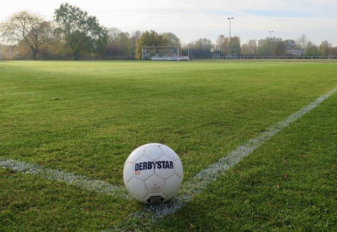 Der Ball wird im Amateurfußball unterhalb der Berlin-Liga mindestens noch an diesem Wochenende ruhen.