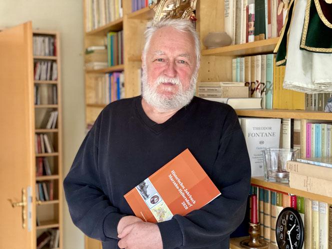 Wolfgang Brauer, Vorsitzender des Heimatvereins, hat für die neue Publikation unter anderem einen Beitrag über den Telefontäter von Marzahn und weitere verfilmte Kriminalfälle aus unserem Bezirk verfasst.