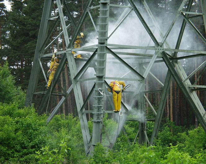 In letzter Zeit kümmert sich die PIAST GmbH verstärkt um den Korrosionsschutz von Strommasten.