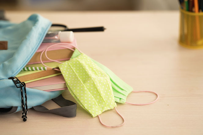 Alle Jahrgänge an den weiterführenden Schulen müssen ab Mittwoch auch im Unterricht Maske tragen. © skif, Adobe Stock