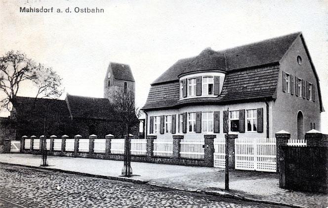Eine historische Postkarte zeigt das Pfarr- und Gemeindehaus an der Hönower Straße. © Archiv Karl-Heinz Gärtner