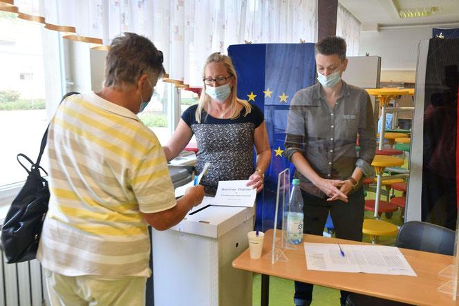 Marzahn-Hellersdorf hat gewählt – wie hier im Wahllokal der Mahlsdorfer Grundschule. © pressefoto-uhlemann.de