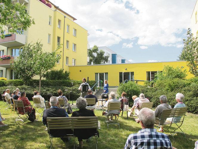 Im idyllischen MAXIE-Garten finden unter anderem Konzerte und Lesungen statt.