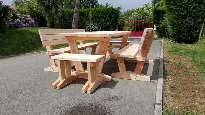 "Table ""relax"" + 4 bancs 630€ l'ensemble"
