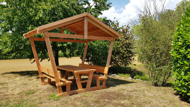 Table Detente avec tonnelle 730€ TTC l'ensemble sans la couverture du toit en bois....950€ avec couverture
