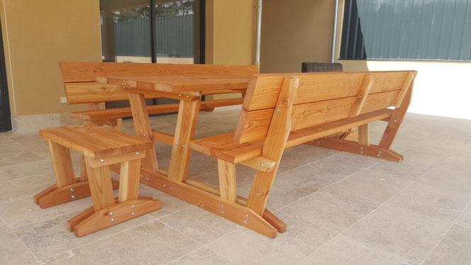 """Table """"Relax"""" bancs attachés avec dossiers 540€ l'ensemble sans les petits bancs"""