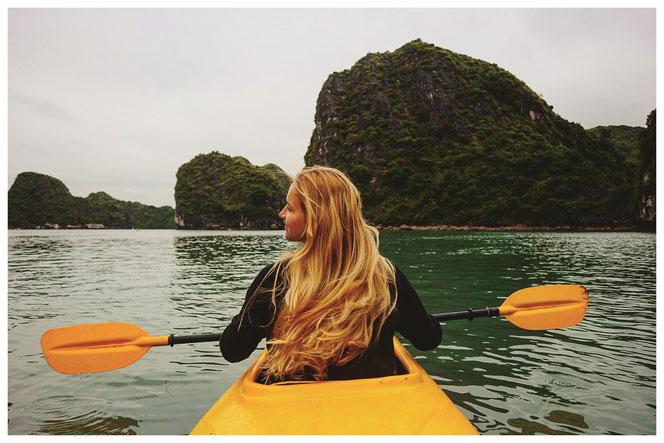 kayaking Halong Bay Vietnam Halongbucht