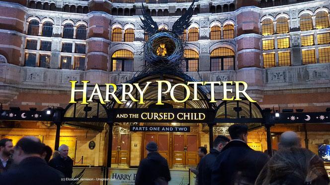 J. K. Rowling ist eine introvertierte Romanautorin mit einer sehr bunten Phantasie.