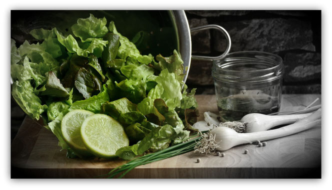 Bei Bedarf bringen wir einen knackigen gemischten Blattsalat mit.