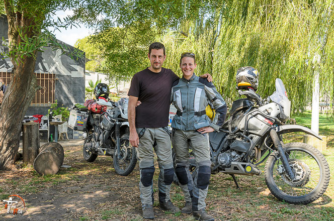 Argentinien - Südamerika - Reise - Motorrad - Honda Transalp - Karin und Markus von 2infahrt bei Pollo im La Posta del Viajero en Moto in Azul