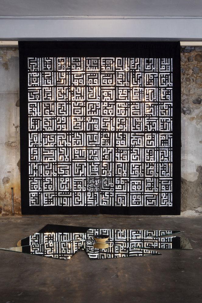 99 nomi - pailettes, velluto, frammenti di specchio - 2019