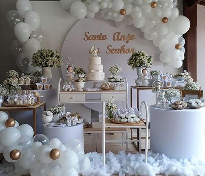 ideas para decorar un bautizo en color blanco