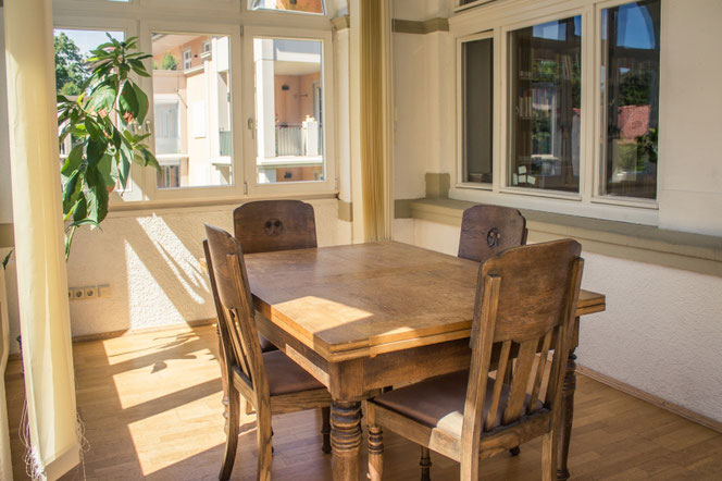 Die Veranda des Studierbereichs, der aus zwei Räumen besteht - genug Platz, um konzentriert zu arbeiten