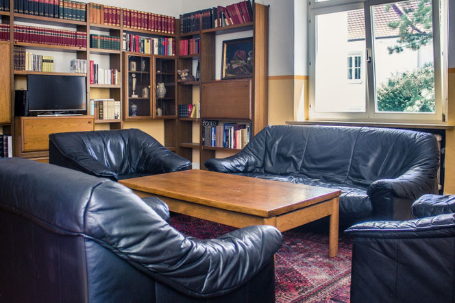 Blick ins Lese- und Fernsehzimmer des Teutonenhauses