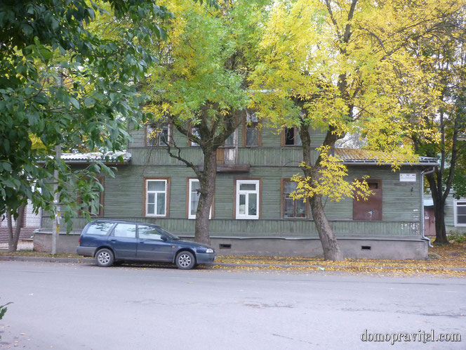 Гатчина, Горького 32